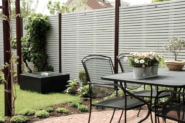 sichtschutzzaun streichen holzzaun streichen sch n und. Black Bedroom Furniture Sets. Home Design Ideas