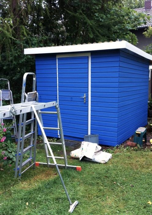 Gartenhaus blau Holz streichen Tipps